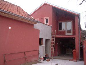 170 m2, 3 stana, plac 2,30 ari, CG, centar